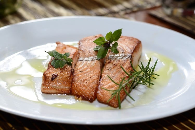 How to defrost salmon
