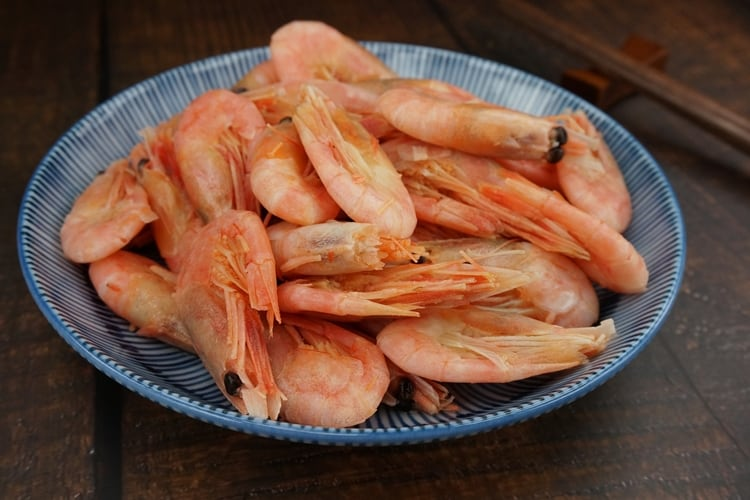 How to defrost frozen shrimp