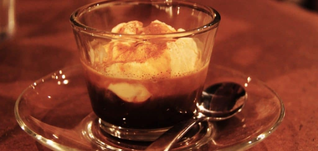 how to eat affogato